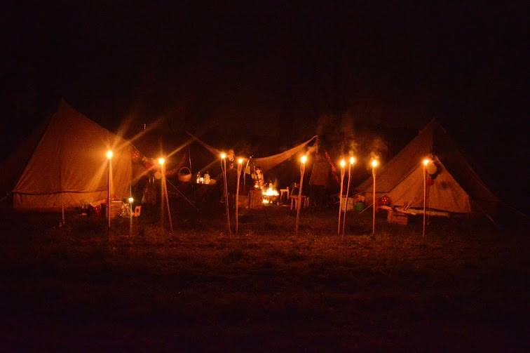 kamp by night