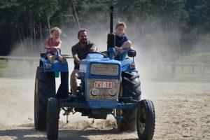 op de tractor